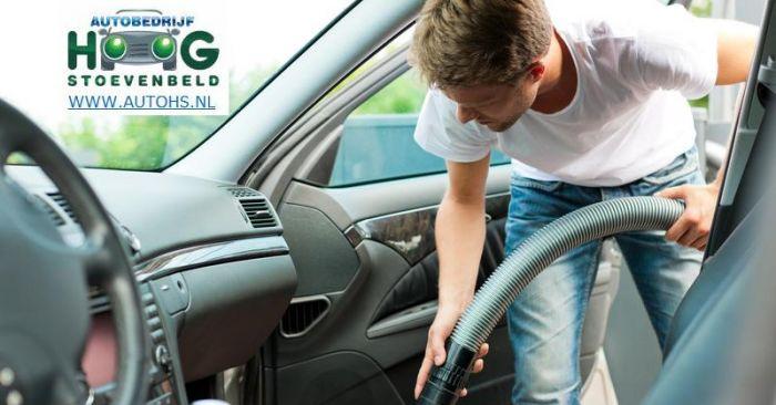 Autobekleding reinigen: Zelf  schoonmaken maken van je auto interieur en auto stoelen